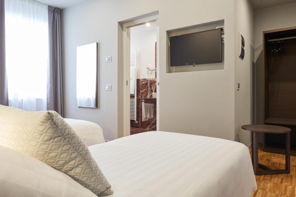 interni della camera Classic dell'Hotel 4 stelle Michelangelo Carrara