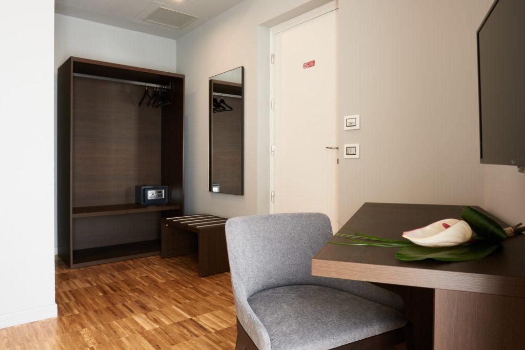 interni delle camere Superior dell'Hotel Michelangelo Carrara